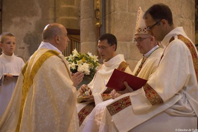 Ordination sacerdotale de Bernard Zimmermann (10).jpg